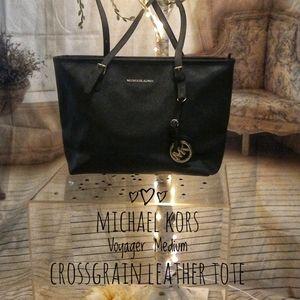 Michael Kors Voyager Med Crossgrain Leather Tote